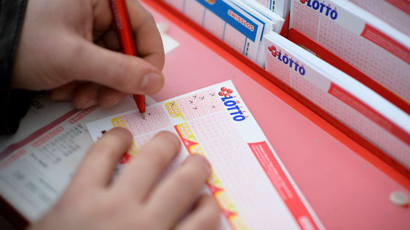 Mit sieben Kreuzchen ins Glück: Ein Lottospieler oder eine Lottospielerin hat am Samstag den 37-Millionen-Franken-Jackpot geknackt. (Archivbild)