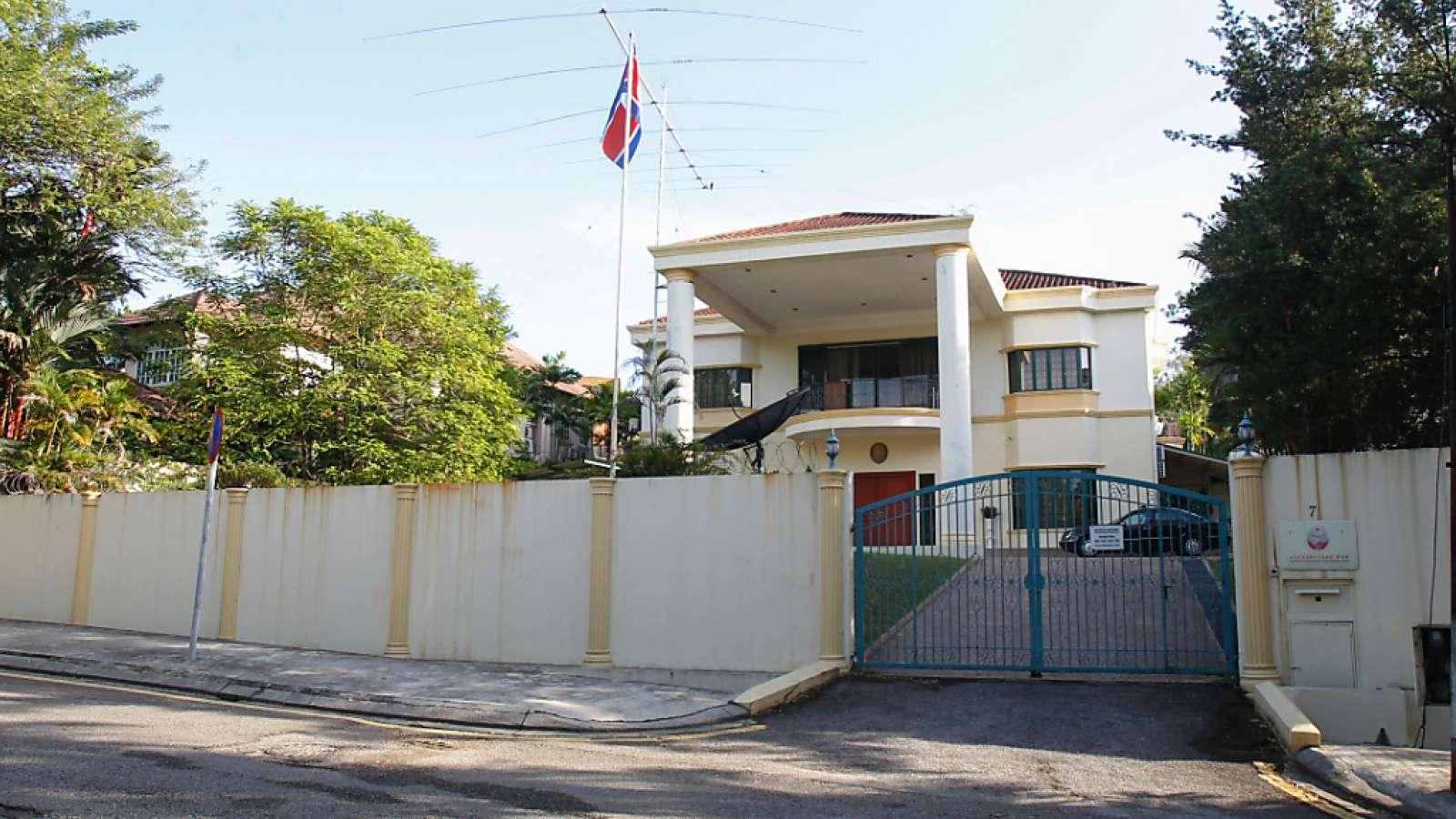 Nordkoreas Botschaft in Malaysia: Nach Polizeiangaben ist ein Nordkoreaner im mutmasslichen Mordfall um den Halbbruder des nordkoreanischen Machthabers festgenommen worden. Es ist die vierte Festnahme.