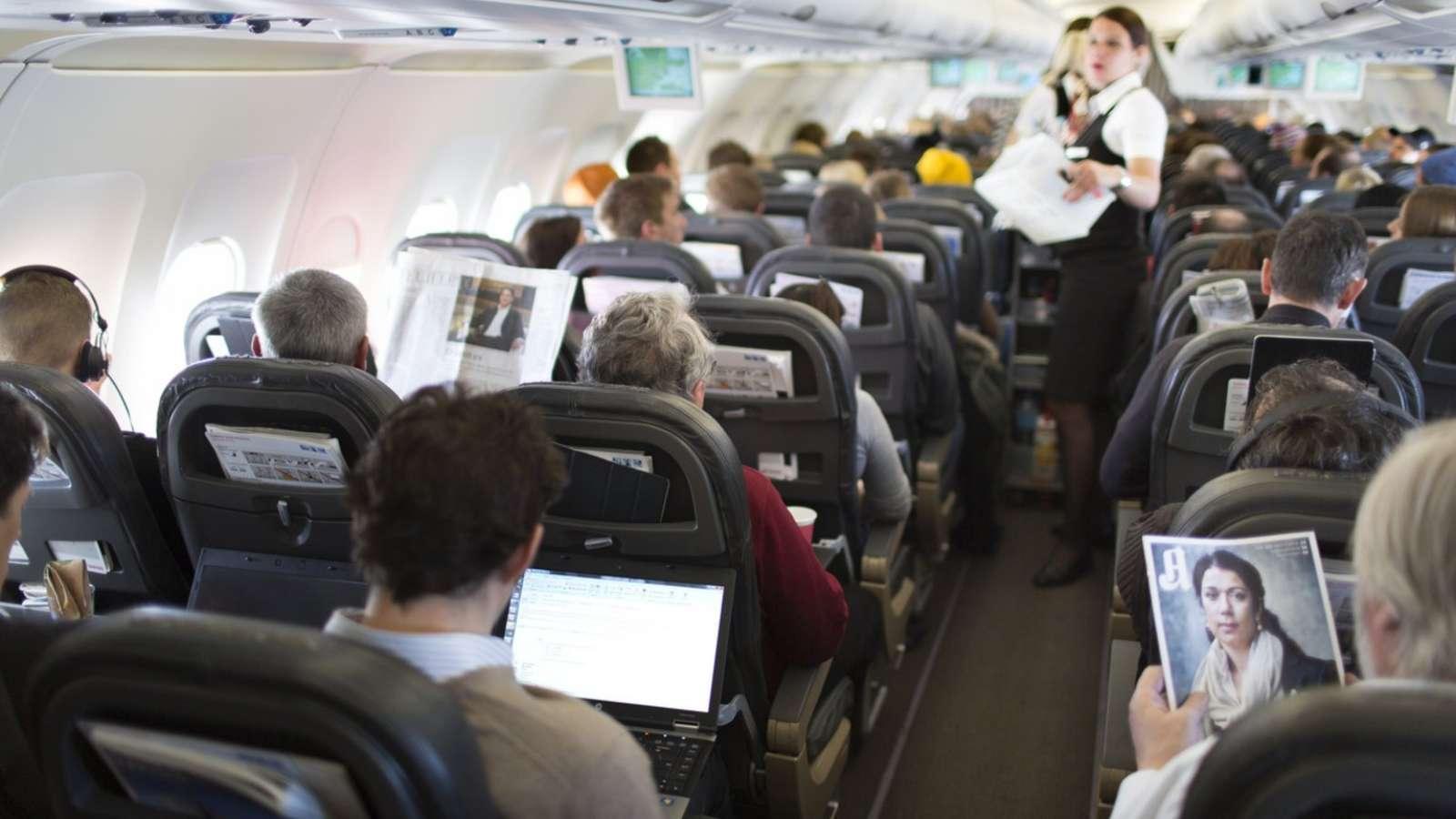 Lesestoff gibt bald ausschliesslich elektronisch - jedenfalls für Passagiere der Holzklasse.