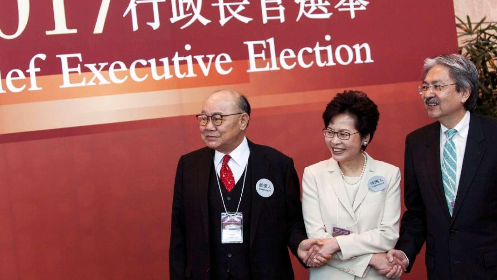 Drei Konkurrenten in Hongkong: Woo Kwok Hing (links), Favoritin Carrie Lam und John Tsang anlässlich der Wahlen in der Sonderverwaltungszone.
