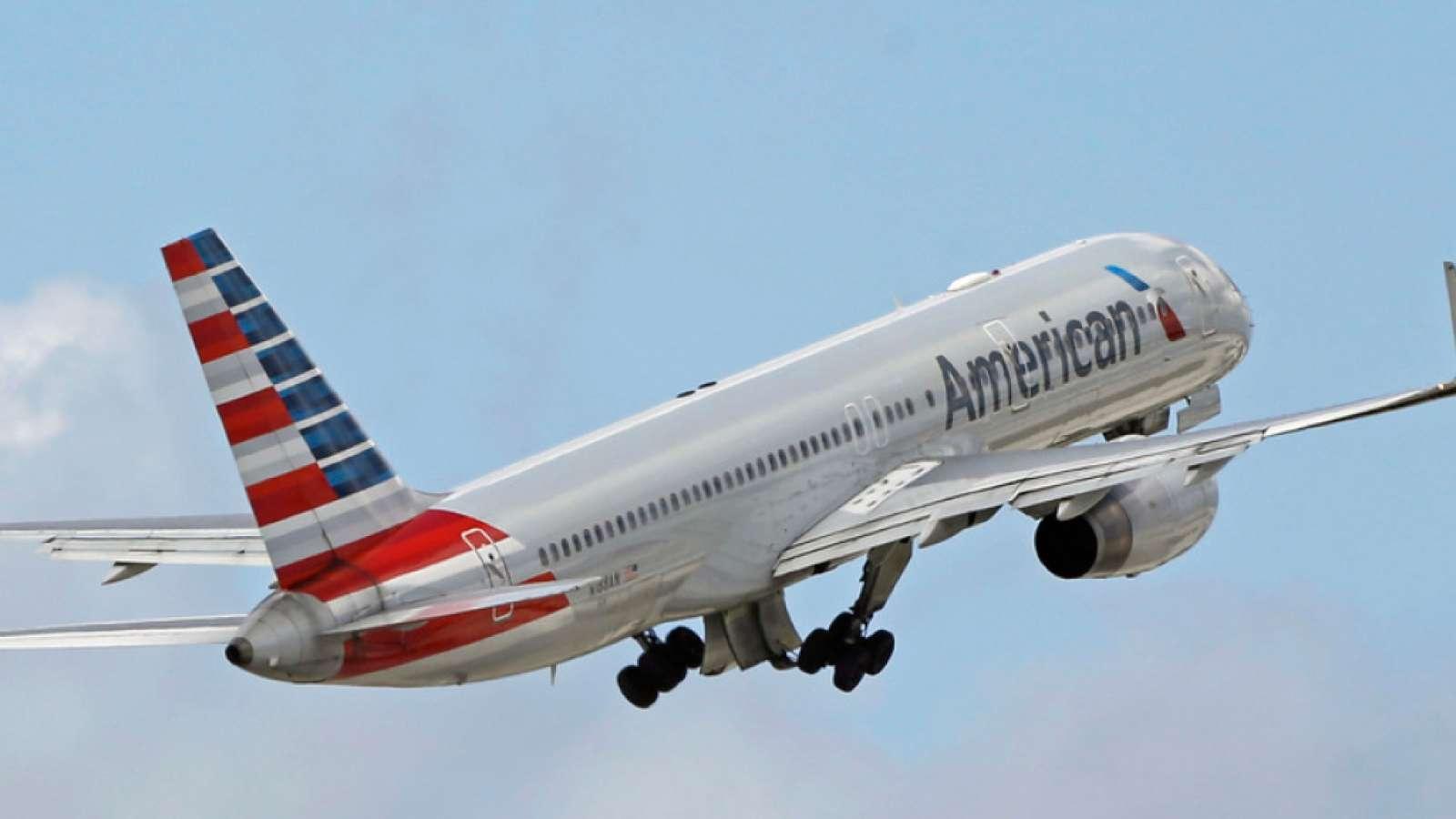 Die US-Fluggesellschaft American Airlines kommt nicht aus den Schlagzeilen heraus: Erneut kam es in einer Maschine der Gesellschaft zu einem Zwischenfall, bei dem ein Fluggast unfreundlich behandelt wurde. (Symbolbild)