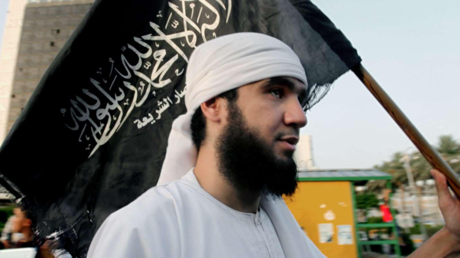 Ein Anhänger von Ansar al-Scharia in der libyschen Stadt Bengasi: Die Dschihadistengruppe ist Geschichte. (Archivbild)