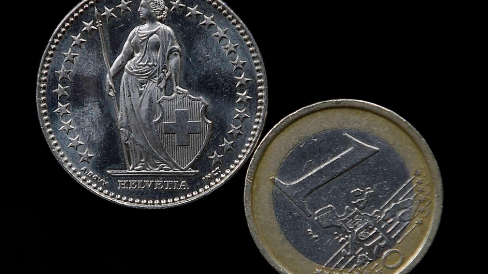Ein Euro kostete am Montag vorübergehend 1,0918 Franken und damit so viel wie seit Mitte Oktober des vergangenen Jahres nicht mehr. (Archiv)